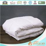 O pato branco clássico estofa para baixo a pena e para baixo o Comforter do ganso