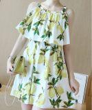 Verano sin mangas de limón fresco vestido de niña hermosa