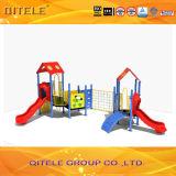 Im Freienunterhaltungs-Spielplatz-Kind-Plättchen