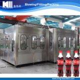 Машина завалки напитка газа кокаы-кол выпивая покрывая разливая по бутылкам