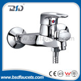Choisir le robinet de mélangeur monté par paquet en laiton de bassin de cuisine de chrome de traitement