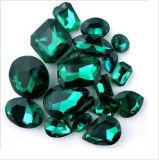 De buitensporige Stenen van het Kristal met een Gat voor de Tegenhanger van Juwelen
