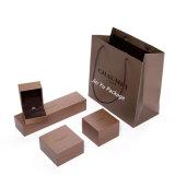 El lujo de cuero color chocolate Paepr Joyería Regalo Anillo de embalaje