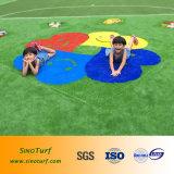 Grama artificial do jardim de infância, relvado sintético do jardim de infância, grama falsificada do jardim de infância
