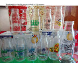 Qualitäts-Glasjoghurt und Milchflaschen