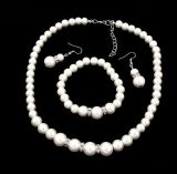 Conjunto cristalino claro plateado plata de la joyería de la perla