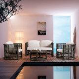 Sofa extérieur de rotin imperméable à l'eau fabriqué à la main moderne supérieur de PE avec le coussin