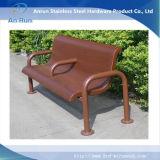 工場待っている椅子のための供給によって拡大される金属の網