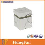 白い上のふたの記憶の装飾的なびんの包装の紙箱