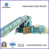 La operación de residuos de papel automático hidráulico de las empacadoras
