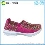 Fábrica de sapatas superior feita malha confortável de China da mulher nova da chegada