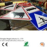 アルミニウム反射広がる三角形の道は販売のための交通安全の印を顧客作った