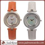 本革バンドを持つ女性のための贅沢なステンレス鋼の腕時計