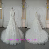 優雅な美の袖なしの花嫁の服