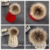 大きい毛皮POMの帽子の暖かい冬によって編まれる帽子の毛皮の帽子