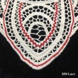 tessile svizzera del tessuto del merletto della guarnizione del Neckline del testo fisso del merletto del voile del collare del Crochet del cotone di bianco di 27*33cm con l'azzurro rosso e reti della curva del ricamo del Brown che assettano Hm205