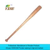 El enarenar del bate de béisbol de madera y pintura bien