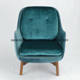 Presidenza di salotto blu del velluto della mobilia del Pub con i piedini di legno