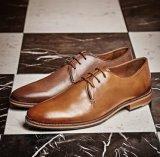 Il fannullone di cuoio di alta classe del progettista degli uomini merletta in su i pattini delle calzature