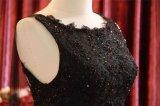 مثيرة ثقيلة ينظم ثوب سوداء قصير مع شاش طويلة