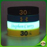 Gute Qualitätskundenspezifischer Firmenzeichen-SilikonWristband mit Glühen in der Dunkelheit