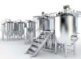 La cerveza que máquina de producción y la línea de llenado