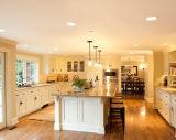 Gabinete de cozinha moderno com os armários da cozinha do console
