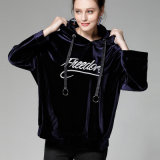 La coutume de velours de mode brodent le velours Hoodie de vente en gros de noir de femmes de logo