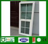 Singola finestra appesa di alluminio con il disegno della griglia