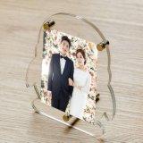 QQの形のゆとりのアクリルの結婚式の写真の額縁