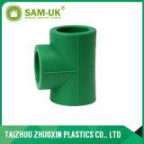 Acoplamento fêmea da água plástica do PVC