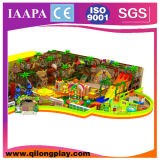 O tema de madeira da selva caçoa o campo de jogos interno (QL-18-4)