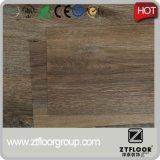 Plancher de vinyle de PVC des prix de Disscussible avec le traitement simple de couleur