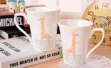 Taza de cerámica popular al por mayor 12oz con la etiqueta para el regalo