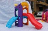 Plastique coloré à l'intérieur Jouer Kids 'Plastic Slide et Swing Colorful Baby Swing