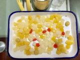 Comida enlatada frutas coquetel em estanho