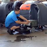 Grauer Farbe Walkbehind Fußboden-scheuernmaschine für Verkauf