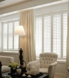 Le support à la maison d'intérieur d'intérieur de décor de décoration intérieure Shutters la plantation de guichet