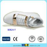 Zapatos ocasionales ligeros de la manera LED con la hebilla
