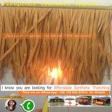 Il tetto di plastica della palma del Thatch sintetico artificiale a prova di fuoco del Thatch Thatched la capanna del Bali Tiki della Camera