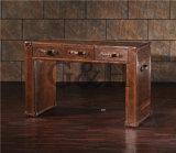 Clásica mesa de tocador de madera con espejo y taburete