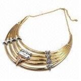 De toevallige Levering voor doorverkoop die van Juwelen de Zilveren Ontwerpen van de Halsband van de Parel van de Ketting met Gouden Stenen oppoetsen