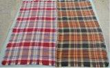 マルチ格子縞によって編まれる正方形のスカーフ
