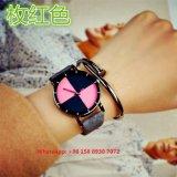 Relógio simples popular de quartzo com couro para as mulheres Fs596