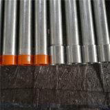 Tuyau en fer galvanisé avec extrémités filetées et bouchons en plastique