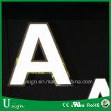 カスタマイズされたカラー白いアクリルLEDの文字の印LEDの記憶装置の前部印