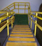 El escalón antirresbaladizo de las pisadas de escalera de FRP moldeó la cubierta de las pisadas de las rejas