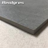 Rustique de modèle de doublure utilisé dans des tuiles grises foncées d'étage ou de mur de porcelaine de salle de bains
