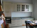 Cozinha da madeira contínua