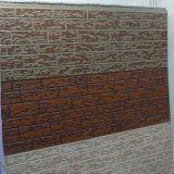 正面の壁パネル